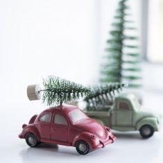 Deko-Auto mit Tannenbaum, 8,5 cm, stehend