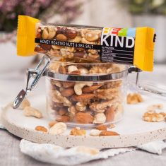 Nussriegel - Honey Roasted Nuts & Sea Salt Bar, BE KIND