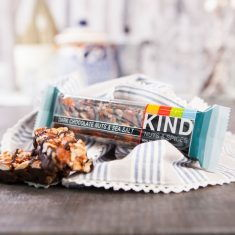 Nussriegel - Dark Chocolate Nuts & Sea Salt Bar, BE-KIND